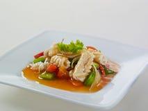 Heißer würziger sautierter Calamari mit Gemüse Lizenzfreies Stockfoto