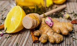 Heißer Wintertee mit Zitrone, Honig und Ingwer Stockbilder