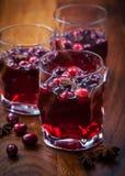 Heißes Getränk mit Moosbeeren Stockfoto