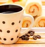 Heißes Kaffee-Getränk zeigt Espresso-Decaf und Kaffee an stockbild