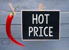 Heißes Preiszeichen mit einem roten Paprika Stockbilder