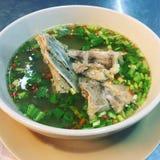 Heißes und würziges Schweinefleisch Rib Soup in der thailändischen Küche lizenzfreies stockfoto