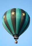 Heißluft-Ballon-Wegheben Stockfotos