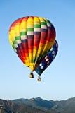 Heißluft-Ballone über Kolorado-Bergen Lizenzfreie Stockfotografie