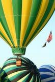 Heißluft-Ballone entfernen sich Stockfoto