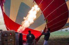 Heißluft Ballons bevor dem Fliegen Stockfotos