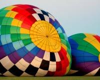 Heißluft Ballons, die aufgeblasen werden Stockfotografie