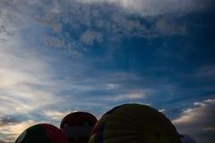 Heißluft Ballons im Boden stockfotos