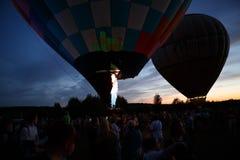 Heißluft steigt Festival in Pereslavl-Zalessky, Nachtflug Yaroslavl Oblast herein am 16. Juli 2016 im Ballon auf Stockfotografie