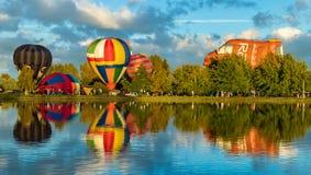 Heißluft steigt Henley im Ballon auf lizenzfreies stockbild
