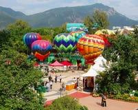 Heißluft steigt im Ozeanpark, Hong Kong im Ballon auf Lizenzfreies Stockfoto
