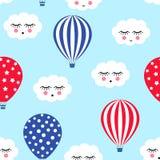 Heißluft steigt mit nahtlosem Muster der netten Wolken im Ballon auf Helles Farbheißluft-Ballondesign Babypartyvektorillustration Stockbild