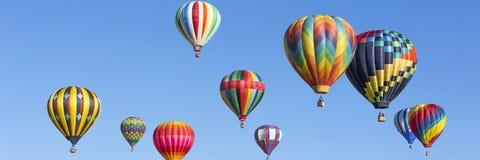 Heißluft steigt Panorama im Ballon auf Lizenzfreie Stockfotografie