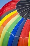 Heißluftballon auf dem Dach Stockbild