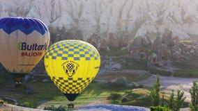 Heißluftballon in Cappadocia, die Türkei stock footage