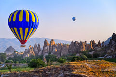 Heißluftballon Cappadocia, die Türkei lizenzfreie stockfotos