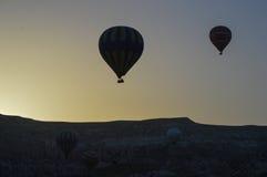 Heißluftballon, früh morgens Lizenzfreie Stockfotos