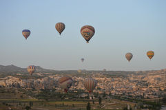 Heißluftballon, früh morgens Lizenzfreies Stockfoto