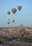 Heißluftballon, früh morgens Lizenzfreie Stockbilder