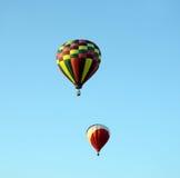 Heißluftballone, die Flug nehmen Stockbild