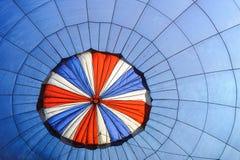 Heißluftballone im Himmel stockfotografie