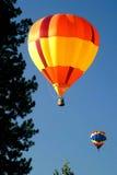 Heißluftballone im Himmel Stockfoto