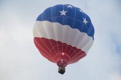Heißluftballone im Himmel Lizenzfreies Stockbild
