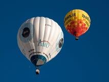 Heißluftballone in Mondovi', Italien Stockfotografie