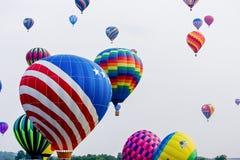 Heißluftballonrennen stockfotos