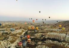 Heißluftim ballon aufsteigen Cappadocia Stockfotos