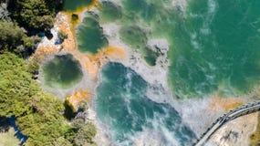 Heißwasserquelle gesehen vom Brummen lizenzfreies stockbild