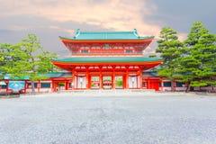 Heian津沽寺庙主要Ro星期一入口日落H 免版税图库摄影