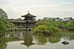 Heian Jingu Schrein-japanischer Garden See, Kyoto Stockbild