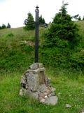 Heidebrunnen und religiöse Gedenkstätte stockbild