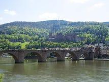 Heidelberg med den gamla bron och slotten Arkivbilder