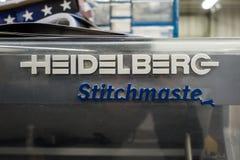 Heidelberg Stitchmaster Logo Falling Apart nella produzione Facilit fotografia stock libera da diritti