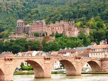 Heidelberg : Vieux passerelle et château Photo libre de droits
