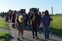 Heiden markieren Autumn Equinox bei Stonehenge Stockfotografie