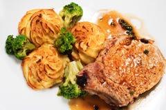 Heiße Fleisch-Teller - Bone-in Schweinefleisch-Bruststück Lizenzfreie Stockbilder