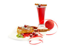 Heißes Getränk des Winters mit Pfannkuchen Lizenzfreie Stockbilder