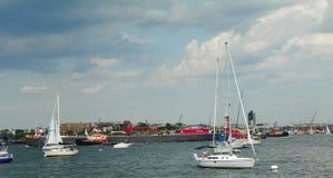 Commercial and personal pleasure craft in Boston Harbor en Stock Photos