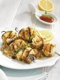 Heilbutt und Gemüse brochettes, Bett von Quinoa stockfotografie