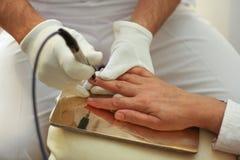 Heilender Körper durch die Hilfe von bioresonance Behandlung stockbild