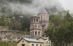 Heilig Aartsengelklooster complex in Daryal Georgië Rusland borde Stock Foto's