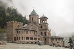 Heilig Aartsengelklooster complex in Daryal Georgië Rusland borde Stock Fotografie