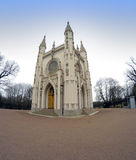 Heilig-Alexander Nevsky Orthodox-Kirche (gotische Kapelle) in Alexandria-Park St Petersburg, Russland Lizenzfreie Stockfotos