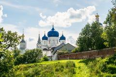 Heilig Bogolyubovo-Klooster in zonnige de zomerdag, Vladimir-gebied, Rusland royalty-vrije stock foto