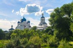 Heilig Bogolyubovo-Klooster in zonnige de zomerdag, Vladimir-gebied, Rusland stock foto