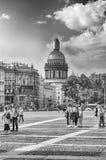 Heilig-Isaacs Kathedrale gesehen vom Palast-Quadrat, St Petersburg, Lizenzfreie Stockfotografie