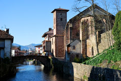 Heilig-Jean-Gescheckt-De-Kanal Dorf lizenzfreie stockfotos